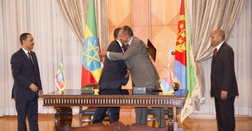 El presidente de Eritrea escenifica la paz con Etiopía con la reapertura de la embajada